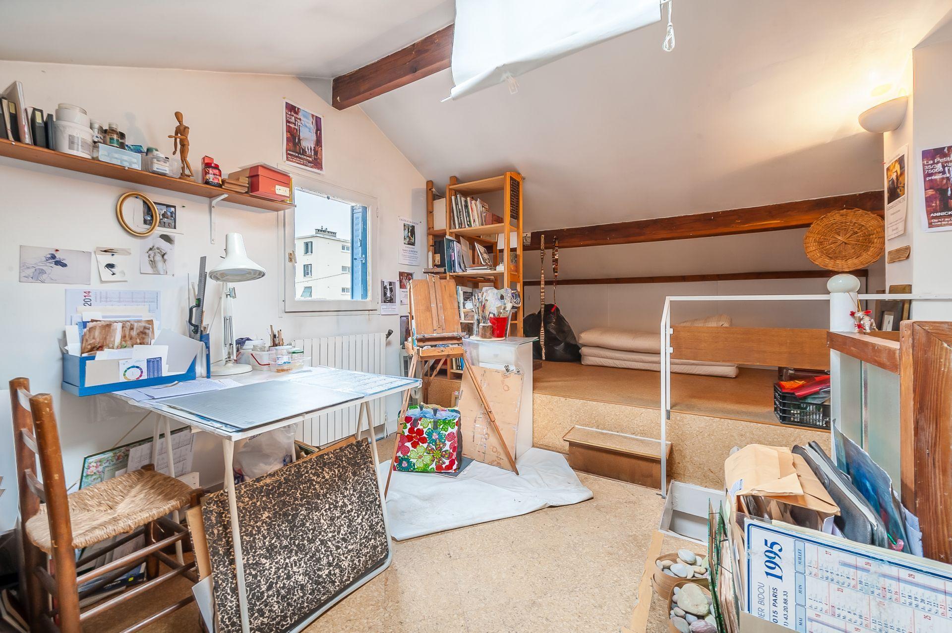 maison avec atelier d 39 artiste. Black Bedroom Furniture Sets. Home Design Ideas