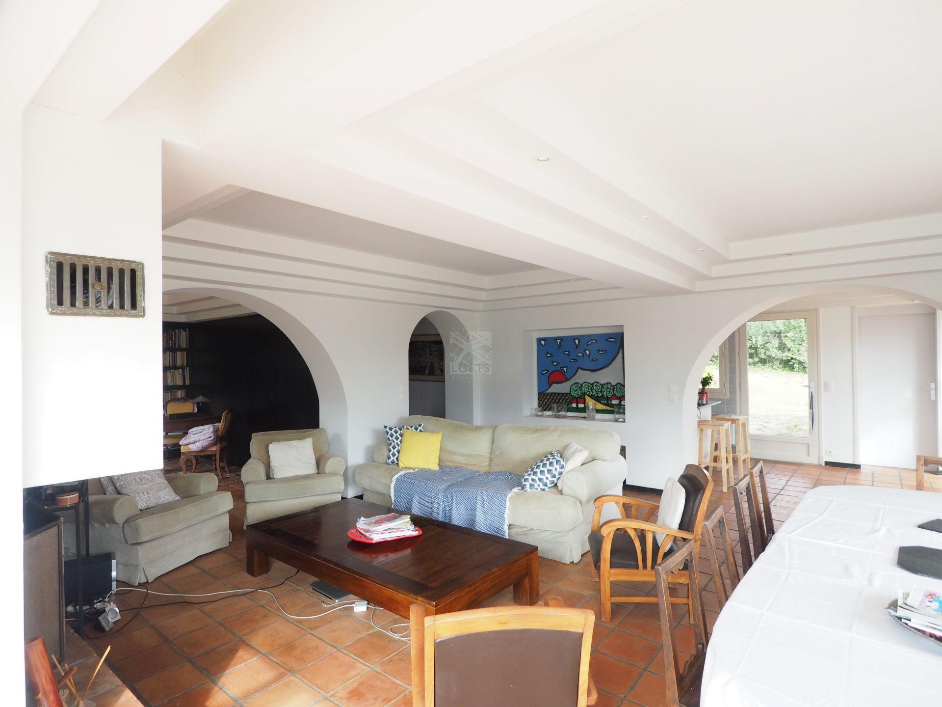 Maison d\'architecte avec couloir de nage et vue d\'exception sur les ...