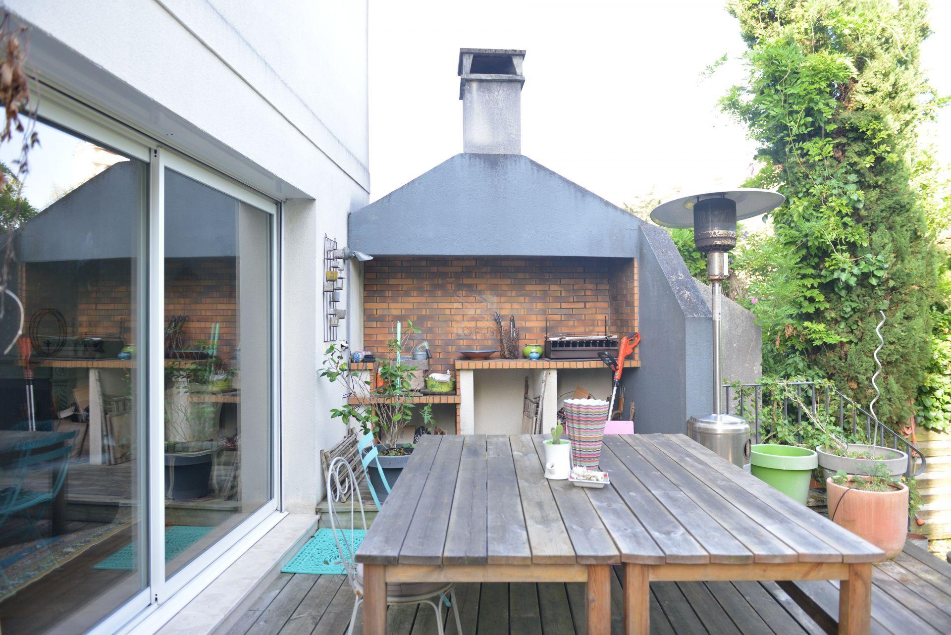 Location vide maison contemporaine avec piscine