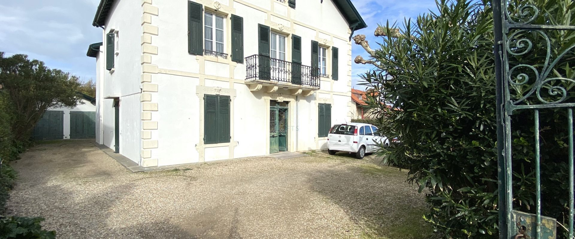 Exclusivity - Guéthary center - Family house with garden and garage
