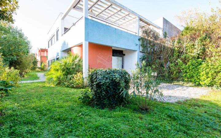 Restored house LE CORBUSIER with a large garden and garage
