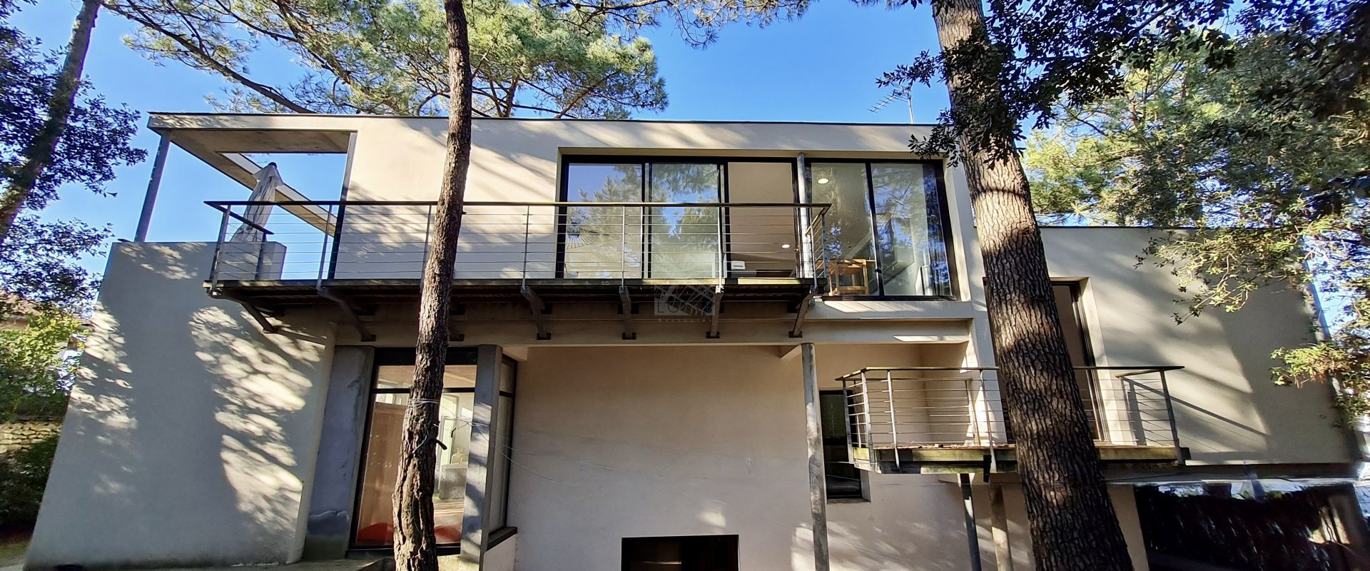 New - contemporary villa sea view perched in the trees Royan