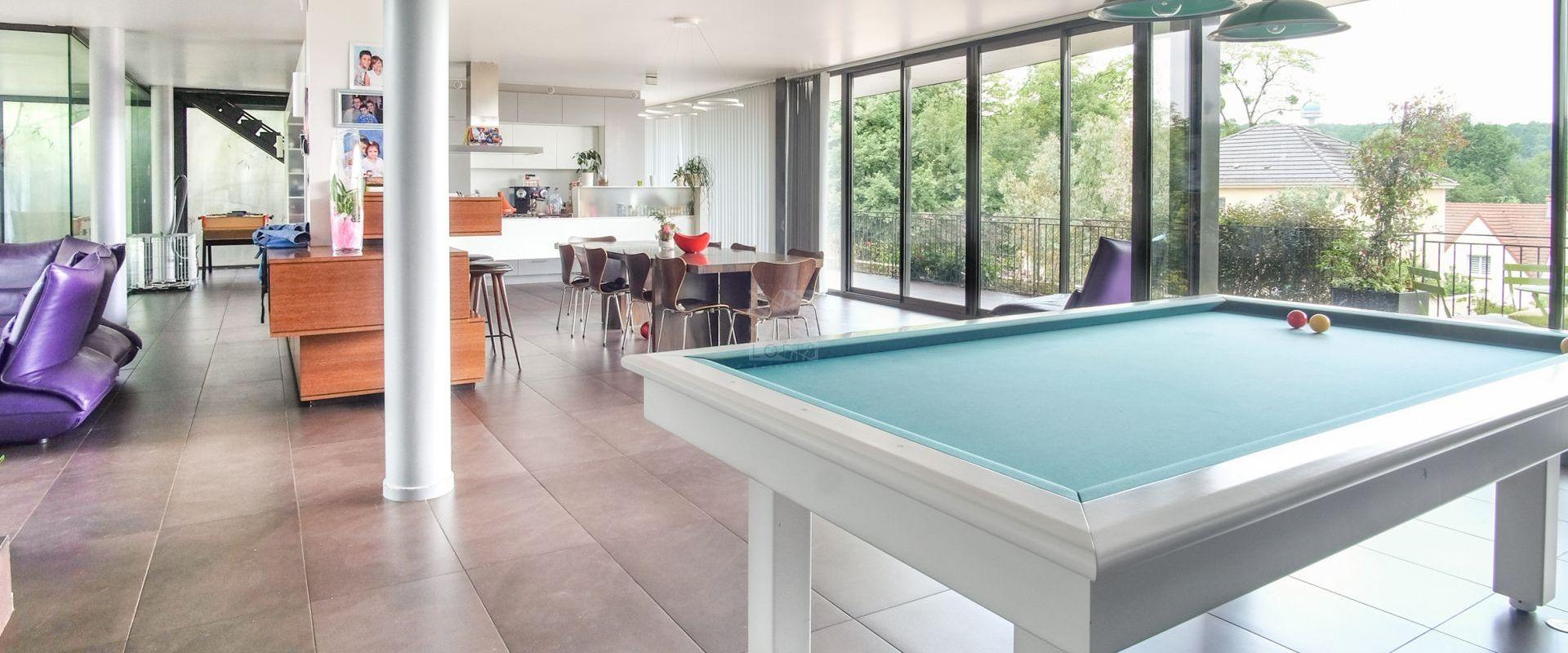 remarquable maison d 39 architecte avec piscine interieure. Black Bedroom Furniture Sets. Home Design Ideas